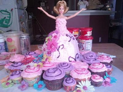 Barbie Cake with cupcakes