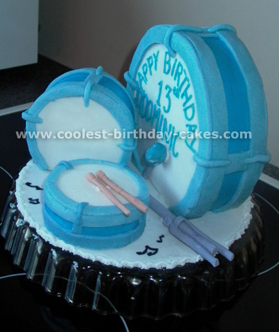 Drum-Shaped Cake