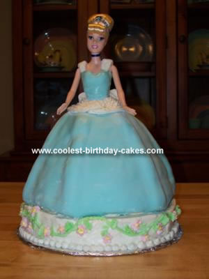 I made this Cinderella birthday cake for my 4 year old niece.