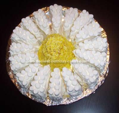 Homemade Daisy Cake Design
