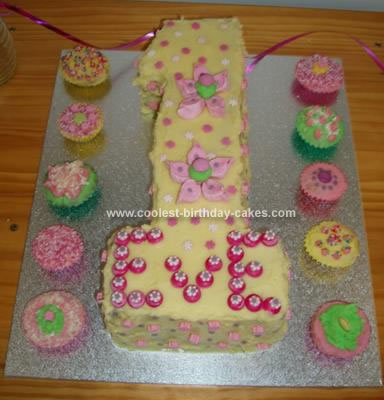 Sparkly Girl's First Birthday Cake Uploaded By: Mindy1975
