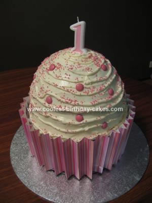 How To Put Fondant On Giant Cupcake Cake