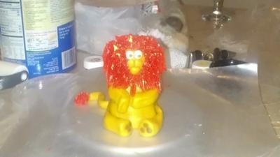 lion topper (marshmallow fondant)