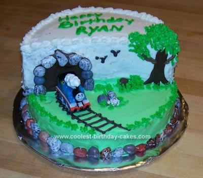 Thomas  Train Birthday Cake on Birthday Cakes Com Images Coolest Thomas The Train Cake 103 21104237