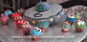 Homemade UFO and Aliens Cake