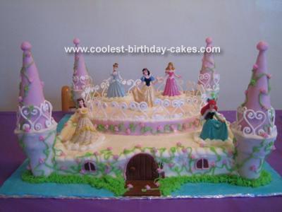 Disney Princess Birthday Cakes on Disney Princesses Castle Birthday Cake Pic  19