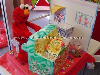 Coolest Animated Elmo Cakes